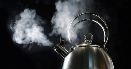 المياه الساخنة.. مشروب سحري يعالج 10 مشاكل صحية!