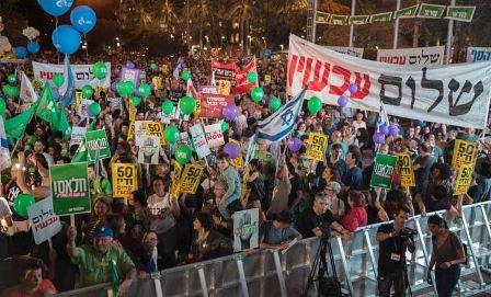 إسرائيليون يتظاهرون في تل أبيب...