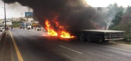احتراق شاحنة لنقل البضائع في جبيل