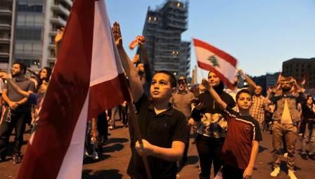بالفيديو: متظاهرون في رياض الصلح يطالبون بالدخول إلى ساحة النجمة