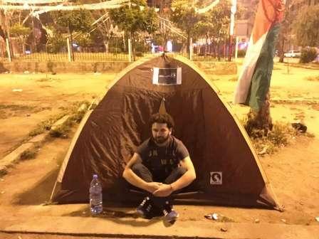 جهاد جنيد نصب خيمة تضامن مع الأسرى الفلسطينيين في طرابلس