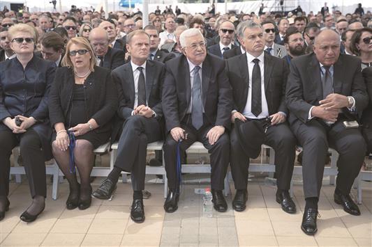مصافحة القاتل في جنازة قاتل