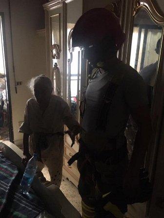 احتجزت يومين متتاليين على شرفة منزلها في بربور