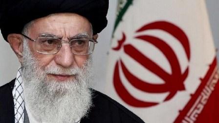 احتجاجات إيران.. خامنئي يؤيد زيادة أسعار البنزين ويلقي باللوم على الأعداء