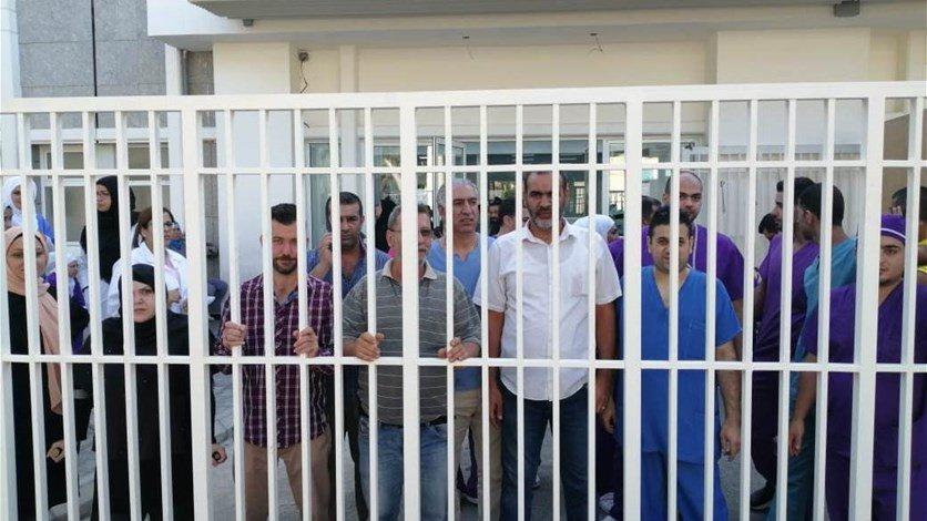 موظفو مستشفى رفيق الحريري الحكومي بدأوا اعتصاما مفتوحا حتى تسديد رواتبهم