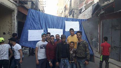 بالصور: نصب خيم في الشارع الفوقاتي لمخيم عين الحلوة استنكارا لعدم دفع التعويضات