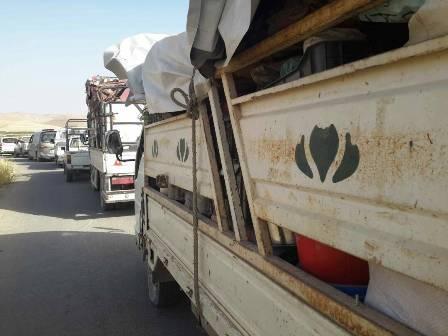 نازحو مخيمات عرسال يصلون إلى عسال الورد السورية