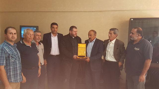 حزب الله يكرم رئيس مصلحة الزراعة في الجنوب