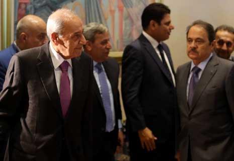 أزمة المرسوم عالقة ولا مبادرة للحريري