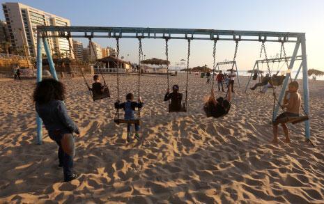 وضع جزء من شاطئ بيروت قيد الدرس: حماية فعلية أم تمهيد لاستثمارات مُقبلة؟