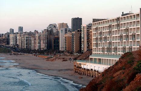 «إيدن باي» يتمدّد: ردم مساحة إضافية من الشاطئ الرملي