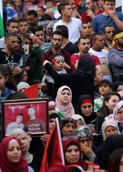 الملح والماء: عن الأسرى الفلسطينيين المضربين عن الطعام
