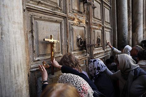 «القيامة» تفتح أبوابها: ثيوفيليوس أغلق قبر المسيح ليُبيِّض صفحته؟