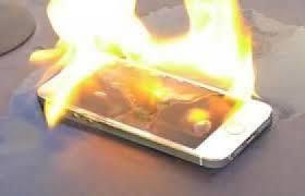 بالفيديو- انفجار هاتف في جيب صاحبه!