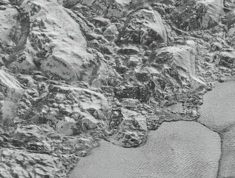 ما سر القشور الجليدية على بلوتو؟