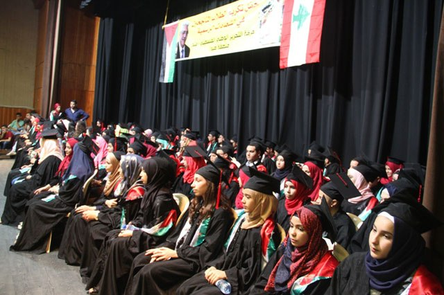 حركة فتح في صيدا تكرم طلابها في المتوسط والثانوي باحتفال حاشد