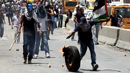 مواجهات في بيت لحم وحاجز قلنديا بين متظاهرين فلسطينيين والجيش الإسرائيلي