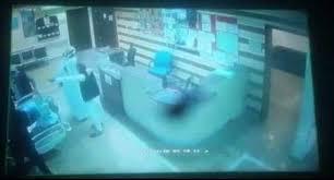 بالفيديو - مشاجرة دامية بالخناجر داخل مركز تجاري في السعودية!