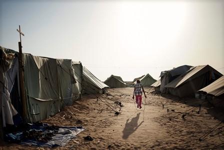 إصابة رضيع في حريق بمخيم للاجئين في الحيصة واحتراق 8 خيم والصليب الاحمر أغاث 13 عائلة