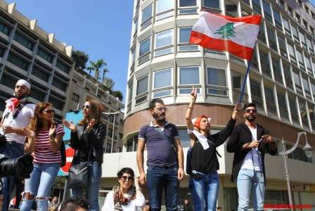 اعتصام لمجموعة من الحراك المدني برياض الصلح رفضا للتمديد لمجلس النواب