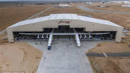بالصور- إليكم أكبر طائرة في العالم... حجمها يعادل ملعب كرة قدم!