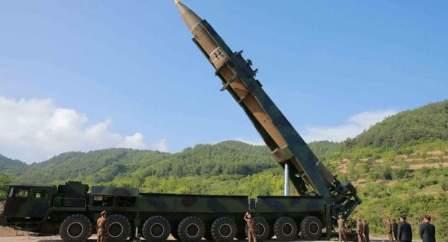 بيونغ يانغ انتهت من تحضير صاروخ باليستي عابر للقارات