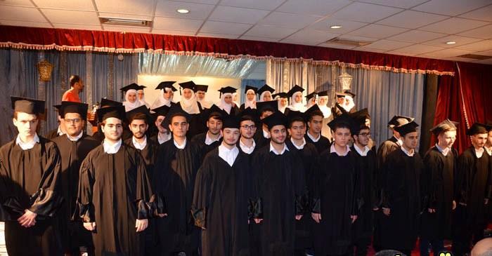ثانوية المصطفى – صور احتفلت بتخريج طلاب صفوف الثانوية العامة
