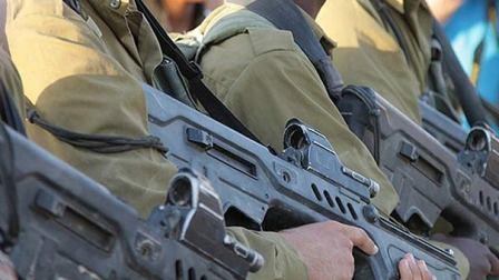 جيش الاحتلال يضع خطة لمكافحة ظاهرة سرقة السلاح من قواعده