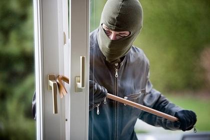 سرقة 20000 الف دولار من منزل في انفه