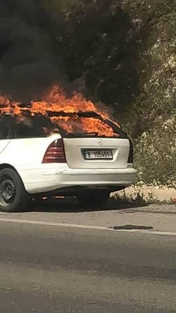 بالفيديو والصور: احتراق سيارة على طريق عدلون بالقرب من طريق  النبي ساري
