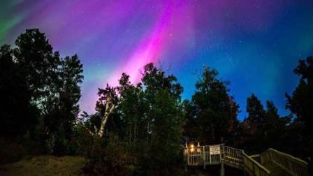 الشفق القطبي يزين السماء عقب الانفجار الشمسي