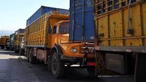 تجمع للشاحنات على أوتوستراد الجية باتجاه بيروت عند مفرق وادي الزينة