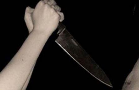 في لبنان.. بائعة متجولة تحاول ذبح الناس في بيوتهم!