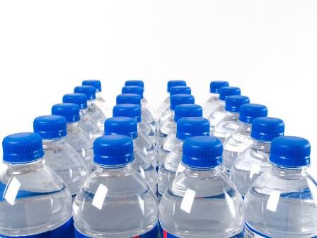 هل تعيد تعبئة قارورة المياه البلاستيكية؟ لا تفعل!