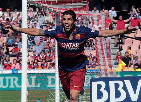 الدوري الإسباني: ثلاثية سواريز تبقي اللقب في برشلونة