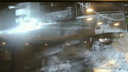 بالفيديو: كاميرا مراقبة ترصد إلقاء عبوة في عين الحلوة