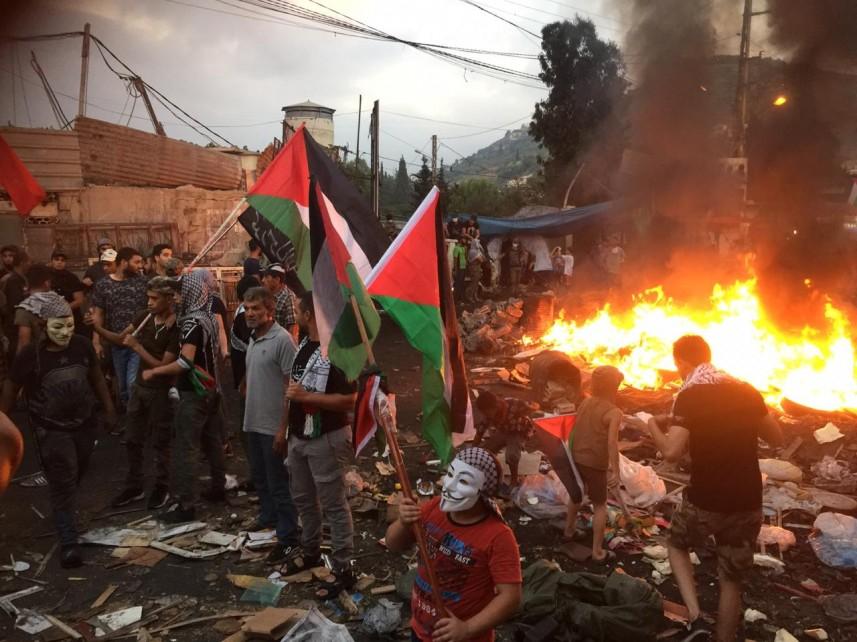 مسيرة وتظاهرة مسائية فلسطينية غاضبة بمخيم نهر البارد ضد إجراءات وزارة العمل اللبنانية