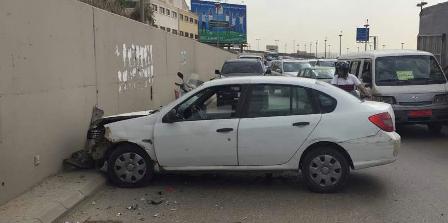 جريح نتيجة تصادم بين سيارتين