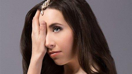 بالصور - إيفانكا وُلدت بنصف وجه... فكيف أصبحت بعد العمليات الجراحية؟