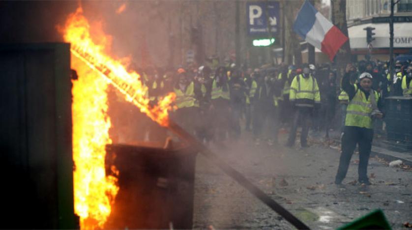 باريس تحترق واقتحام مصرف كبير وتدمير وسرقة محلات تجاريّة في أهمّ شارع