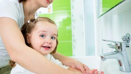العلماء يصححون أخطاء غسل اليدين بالماء!