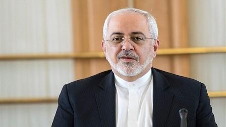 ظريف يعلق على اختراق طائرة سعودية المجال الإيراني